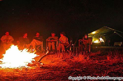 feu de bois en safari tanzanie en promotion et pas cher