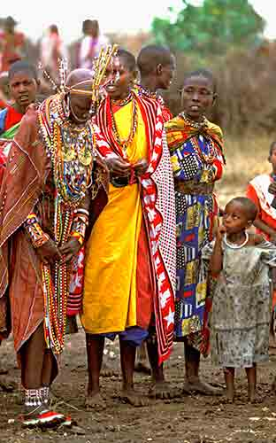 mariage Masaï , la mariée. Voyage de Noces en Tanzanie